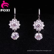Boucles d'oreilles suspendues à motif fantaisie en diamant brillant