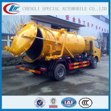 avec le camion d'aspiration d'eaux d'égout de vide de pompe à vide de l'Italie