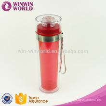 Botella de agua plástica de la promoción con la cuerda de la mano, botella de agua de la categoría alimenticia