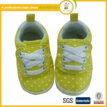 Fabricación 2015 El prewalker lindo del bebé de la más nueva calidad del diseño calza los zapatos de lona del bebé