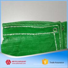 construction de filet de sécurité vert avec corde blanche