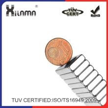 Imán de NdFeB cuadrados Xilama 28 * 12 * 4 mm con orificios de 4mm - plata