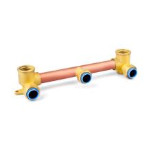 Соберите медные фитинги для системы водопровода