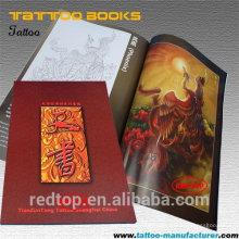O livro profissional o mais novo do tattoo & o compartimento