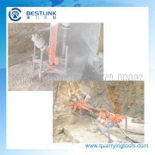Canteras de roca por el agujero perforador de mina