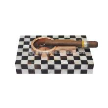 Белая скорлупа из сигар из пепельницы для курительных принадлежностей