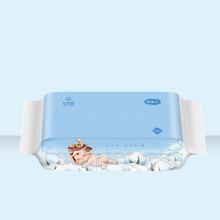 Toallitas húmedas y toallitas secas para el cuidado del bebé
