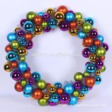Ocasión de Navidad y corona de bolas decorativas