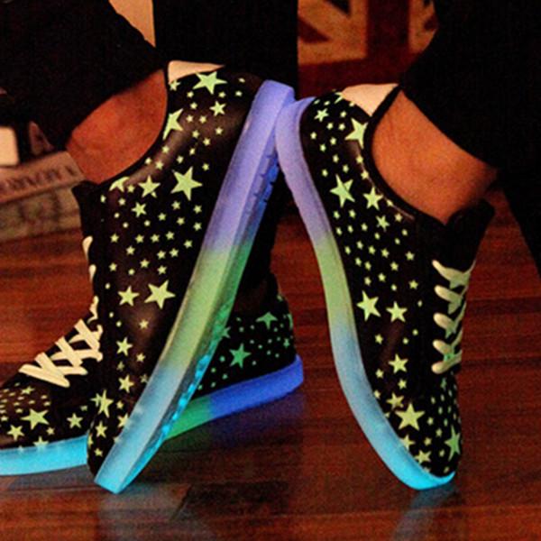 Venta por mayor de moda zapatos zapatillas LED de brillo espejo