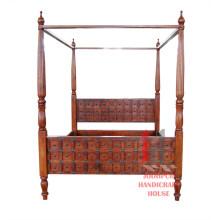 Doppelbett mit Stangen