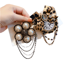 2021 New Leopard Pearl Chain Designer Brooch Pin for Women Girl Coat Sweater Accessories Vintage Badge Fashion Jewelry Handmade