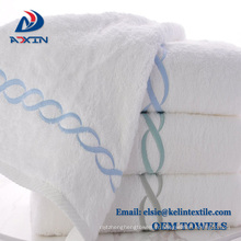 Personnaliser la serviette d'hôtel de broderie de 100% coton pour le spa