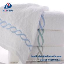 Personalize a toalha 100% do hotel do algodão do bordado para o spa