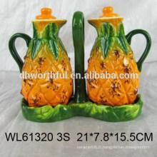 Bouteille de vinaigre en céramique à chaud avec conception d'ananas