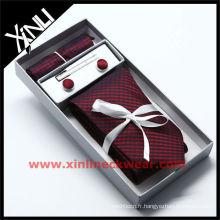 Boîte-cadeau de cravate de soie de fond de place de poche