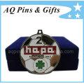 Médaille de football avec la couleur douce d'émail
