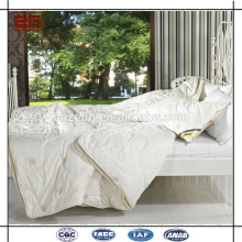 China Guangdong Factory Elegant Four Season Hotel Comforter Sets/ Quilt/ Duvet