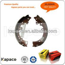 Chaussure de frein de qualité pour Toyota Hilux (04495-OK050 / K2335 / GS7333) Machine de rivetage pour chaussure de frein