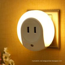 LED-Nachtlicht mit hellem Sensor Doppel-USB-Wandplatten-Aufladeeinheit für Schlafzimmer EU / us Stecker