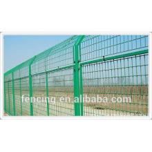Temporary fence can be classifided into two kinds: Welded wire mesh temporary fence and Weaved wire mesh temporary fence. 1. Wel