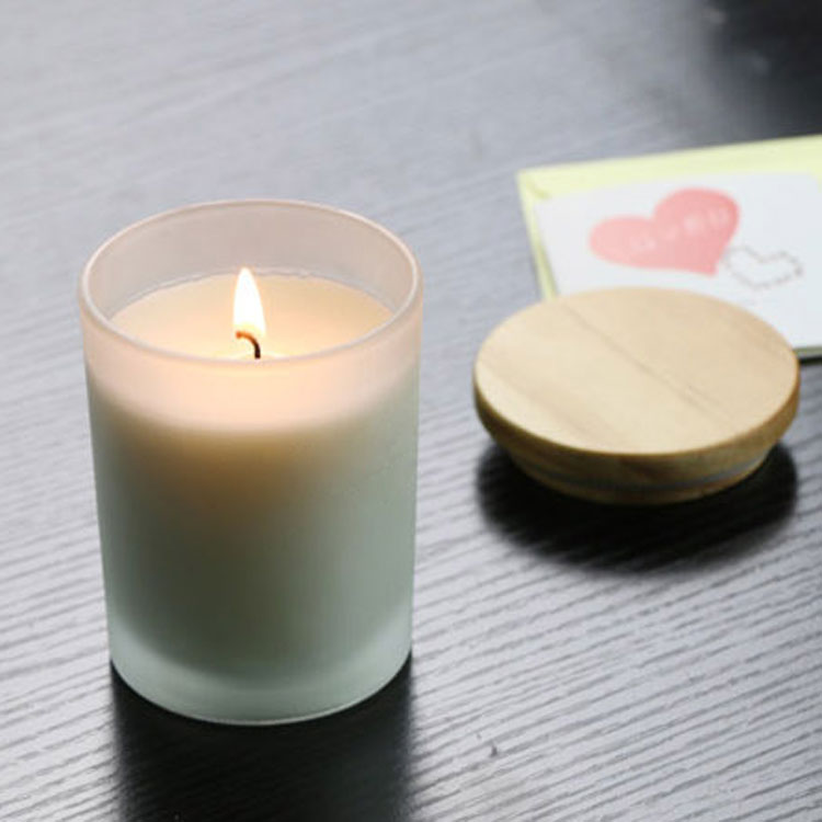candle jars with wooden lids