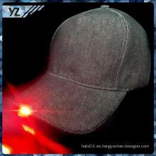 Personalizado barata plana brim China personalizada a medida de gorra de béisbol LED con bajo precio
