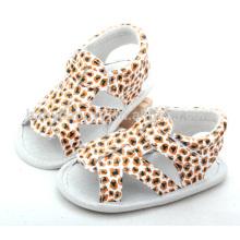 Las sandalias lindas de los cabritos venden al por mayor los zapatos de bebé del OEM
