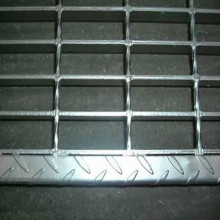 Checkered Plate Steel Grating Stair Tread