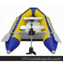 2 pessoas pequeno barco a remo inflável para a pesca