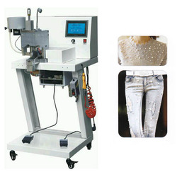Automatic Attaching Machine to Apply Nail Heads with Claws