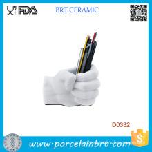 Envase blanco de la pluma de cerámica de la forma de la mano