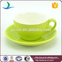 Taza de porcelana verde y platillo al por mayor