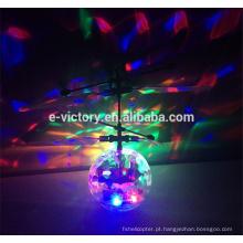 Reação de plástico recém engraçada bola atacado voar inquebrável de bola de Natal
