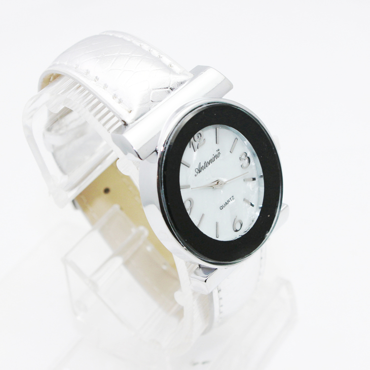 New Design Women Watches With Shell Leather Strap