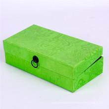 Caixa de presente com capa de papel especial verde com fivela de metal
