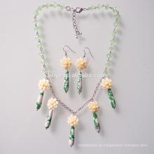 Conjunto de brinco de colar de pedra verde boêmio