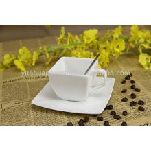 Taza de café de cerámica a granel y platillo