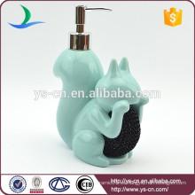 Botella de loción de baño de forma de ardilla de cerámica azul