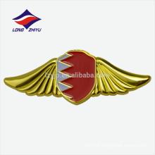 Metall-Gold-Beschichtung Flügel geformt Bahrain Nationalflagge Abzeichen