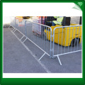 Roadside crowd control barricade