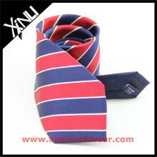 Cravates à la main en soie