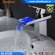 Robinet d'eau LED AC / DC de cascade de bassin de salle de bains de Beelee