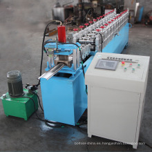 Máquina formadora de rollos para puertas de persianas enrollables