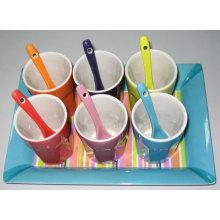 Taza de café de cerámica con cuchara