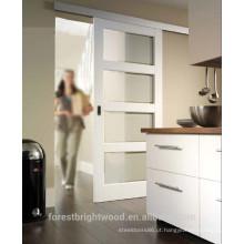 Montado na parede pintada branca porta de vidro deslizante com vidro fosco