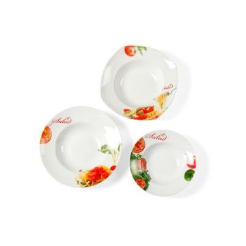 Салат макароны боковой пластины на ужин сервис фарфоровая тарелка