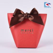 Caja de papel de empaquetado del regalo del caramelo de la impresión de encargo de la venta caliente con la cinta