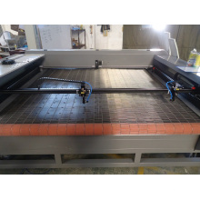 Hochgeschwindigkeits-1800mm * 1300mm Doppelköpfe CNC-Laserschneidemaschine