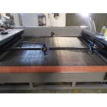 Máquina de corte do laser do CNC da alta velocidade 1800mm * 1300mm dobro das cabeças
