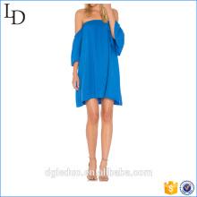Vestido de mujer de manga corta de rayas azules con volantes sobre el hombro